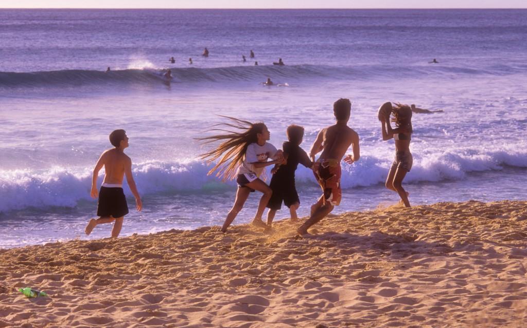 kids-playing-at-beach