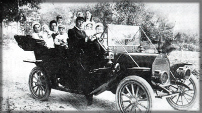 "L.L. Mosby's 1910 Studebaker. Left rear, ""Gertrude Bennett Threlkeld"". Center front, ""Mary Baldwin"", left of her, ""Cora Bennett Lopez""."